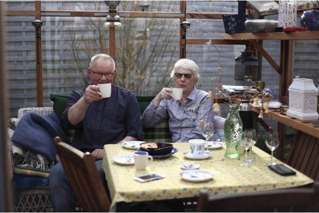 <div>Una tradizione speciale danese &egrave; quella di dire &ldquo;<em>sk&aring;l</em>&rdquo; (letto SCOL), il nostro &ldquo;salute&rdquo;, prima di bere, pi&ugrave; o meno ogni volta che si beve.</div>