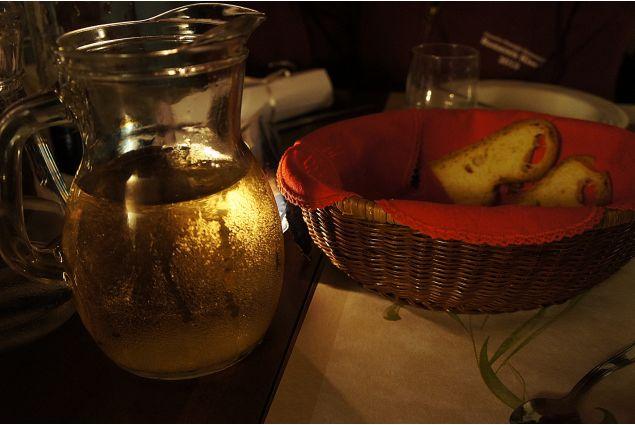 <div>Rengim Melis, dalla Turchia ad Ivrea, ha partecipato con la foto 'Pane e Vino': <em>la cena in Italia non pu&ograve; essere senza pane e vino</em></div> <div></div>