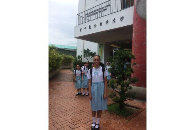 Anche se la scuola è davvero molto dura, e difficile, tutte le studentesse che fino ad ora ho conosciuto sono delle fantastiche persone, sempre disponibili e con il sorriso sulla bocca, felici di aiutarti!  Non potevo chiedere un inizio migliore! -Arianna, Hong Kong