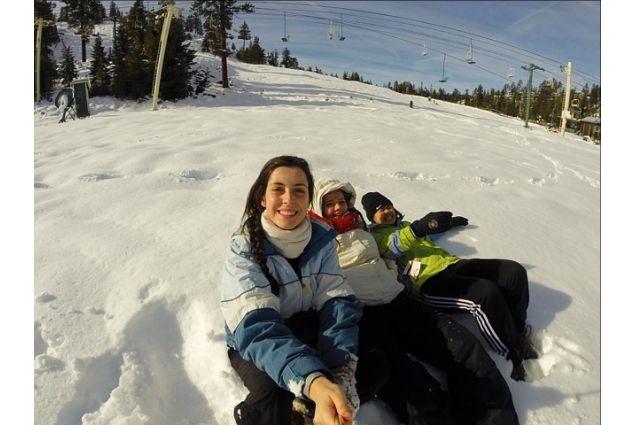 Camilla e i suoi amici a sciare