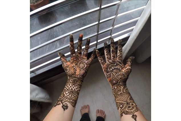 Mehndi design sulle mani di Silvia