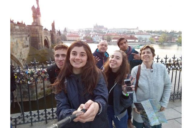 Alice con la sua famiglia fiamminga e suo fratello cileno