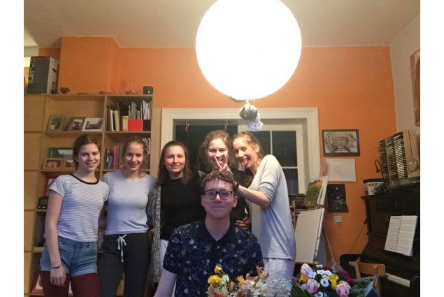 Christian e amici a casa
