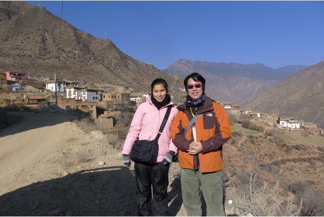 Il papà ospitante e Camilla in gita di volontariato nello Yunnan