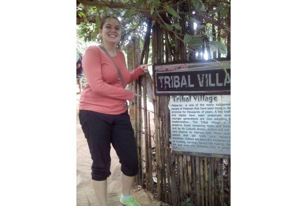 Daria all'ingresso del villaggio tribale