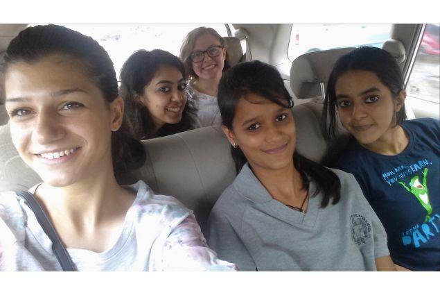 Silvia e le sue compagne di scuola