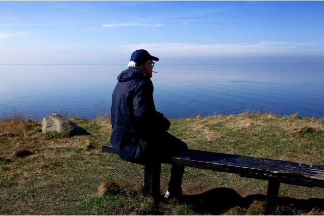 <div>Hans, il pap&agrave; ospitante. Si gode la vista della costa fumando una delle sue sigarette. &Egrave; sempre pronto a fare scherzi e a raccontare una delle sue tantissime avventure</div>