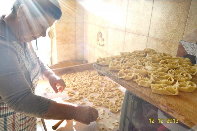 <div>Valeria, dalla Colombia a Irsina, ha partecipato con la foto 'Imparare ogni giorno': <em>ogni giorno che sono nella Italia con i miei nonni imparano tante cose su questa meravigliosa cultura che &egrave; piena di sapori celestiali perch&eacute; tutto &egrave; cucinato con amore</em></div> <div></div>