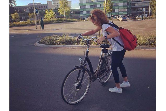 Ogni olandese che si rispetti troverà sempre il modo di prendere la bicicletta almeno quattro o cinque volte al giorno: che sia per fare la spesa, per portare fuori il cane, o per andare a scuola -Asia, Olanda
