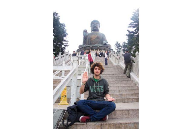 Jacopo in visita ad un tempio buddista