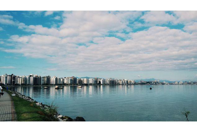 mare e città