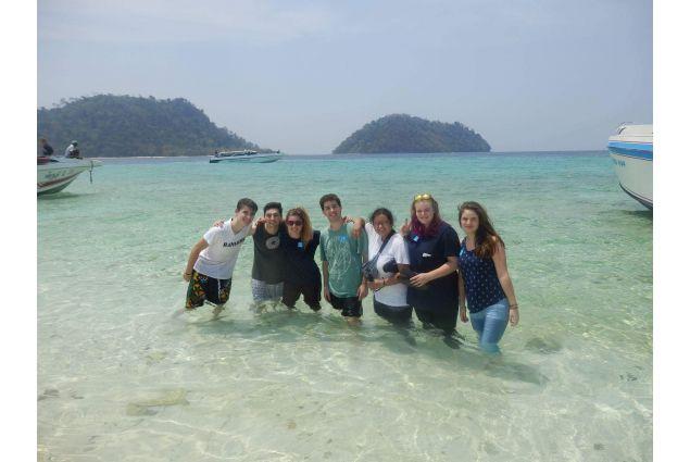 Ragazzi in Thailandia al mare