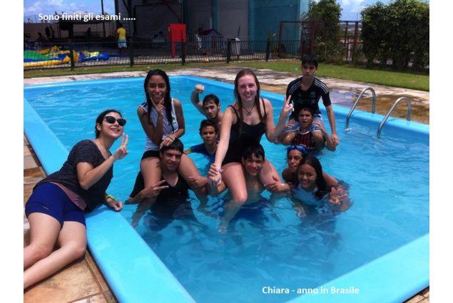Un giorno in piscina con gli amici