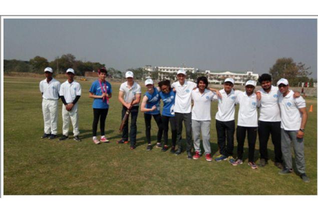 La squadra di cricket di Jacopo durante il loro viaggio a Varanasi con AFS India