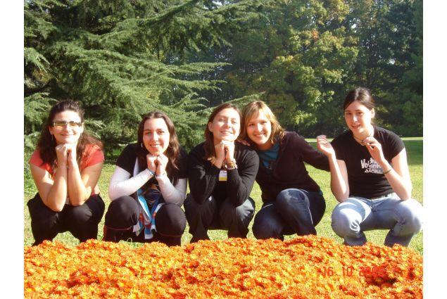 Marianna, ormai volontaria, accoglie i ragazzi ospitati nel CL di Bergamo nel 2005