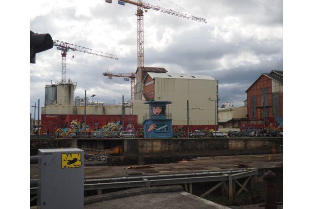 <div>Una zona industriale/porturia di Bordeaux</div>