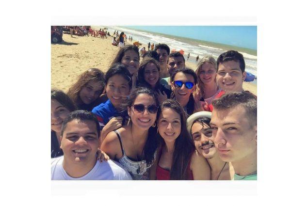 gruppo di amici al mare
