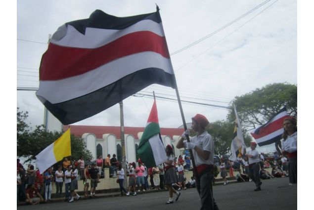manifestazione con bandiera CRC