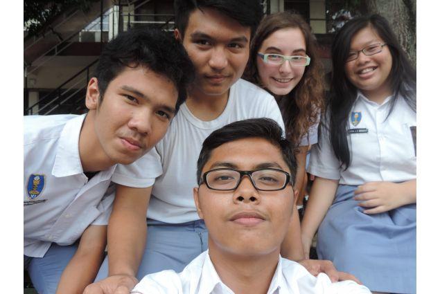 Benedetta e i suoi compagni di scuola