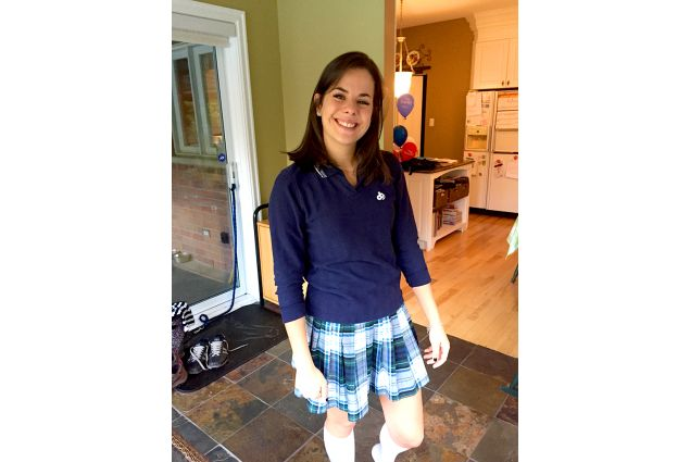 Alice in divisa per andare a scuola