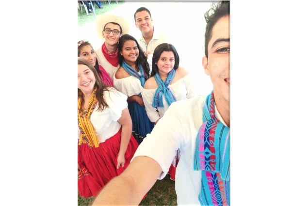 A scuola in abiti tradizionali per la Giornata della Cultura