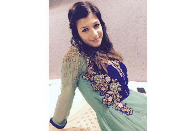 Silvia vestita con un abito tipico