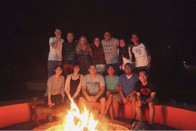 <div>Foto intorno a un falò in una fresca notte d'ottobre, momento in cui abbiamo imparato ad aprirci e conoscerci meglio.</div>