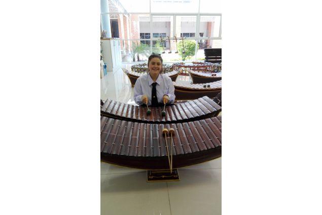 ...e diverse lezioni di thai music con uno strumento tipico, il la-nah. -Anna, Thailandia