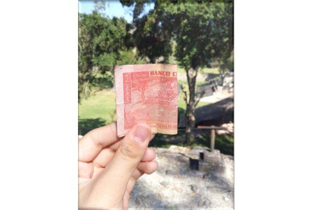 Rovine Maya. Sulla banconota da 1 Lempira è raffigurato un tempio Maya che si trova nel Parco di Copàn