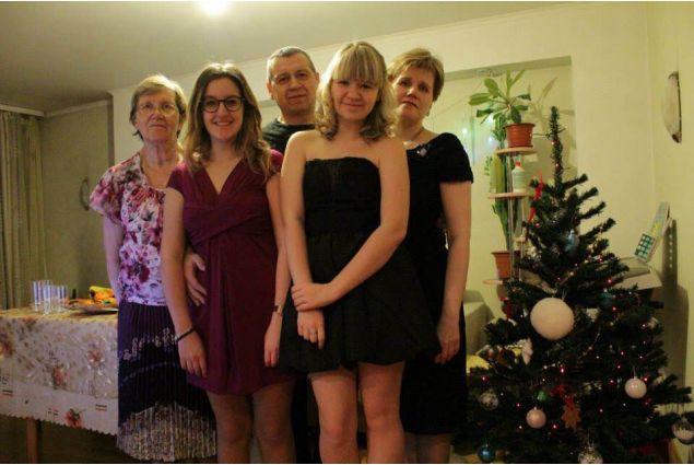 Gloria e la sua famiglia a Natale