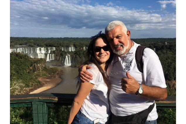 Chiara e il suo papà ospitante durante una gita.