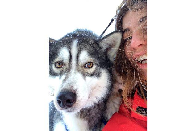 Anna e il su cane sulla neve