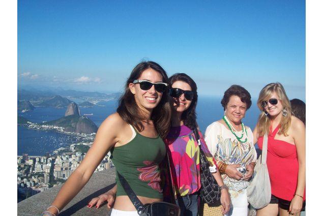 Alessandra con la mamma ospitante a Rio de Janeiro