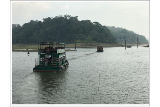 In barca in una riserva naturale dove è possibile osservare tigri ed elefanti