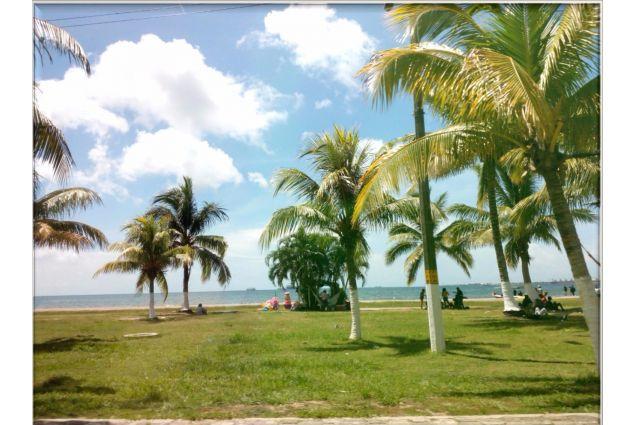 Spiaggia di Puerto Cortés, la prima volta al Mar dei Caraibi per Alessandro