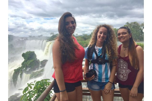 Di fronte alle cascate di Iguazù