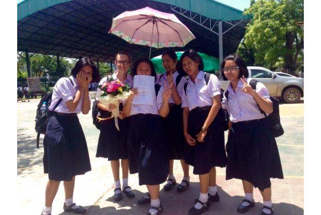 <div>Restare a scuola fino alle 16.00 può sembrare pesante, ma essendo una scuola più leggera della nostra non lo è. La scuola thailandese è vista dai ragazzi come un punto di incontro, infatti è aperta nel weekend ed a volte anche alla sera. -Eleonora, Thailandia</div> <div></div>