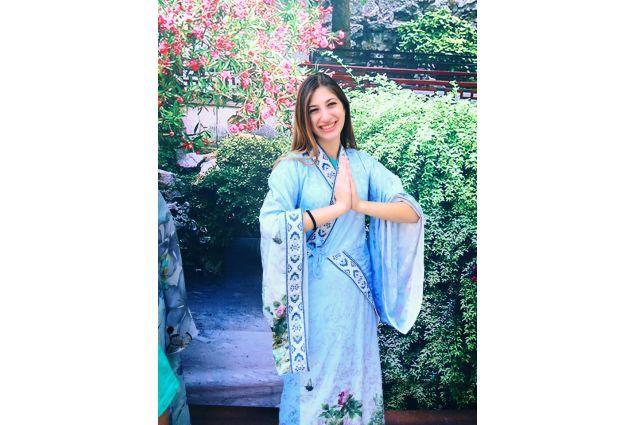 Claudia in abito tradizionale