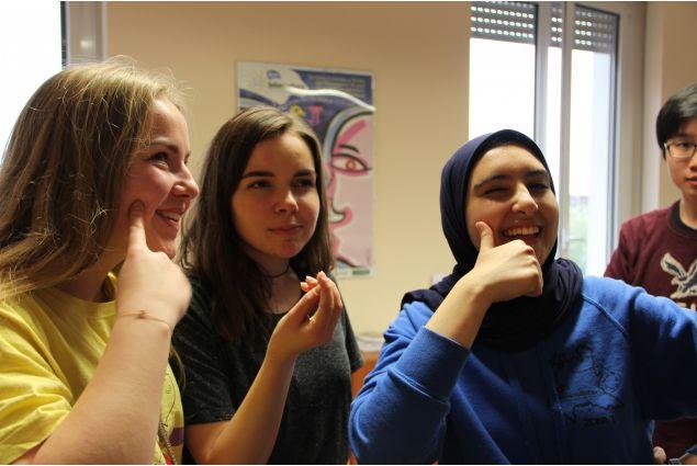 <div>Arndis dall'Islanda, Tina dalla Croazia e Shahd dall'Egitto</div>