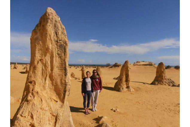 Eleonora e sua sorella ospitante nel deserto