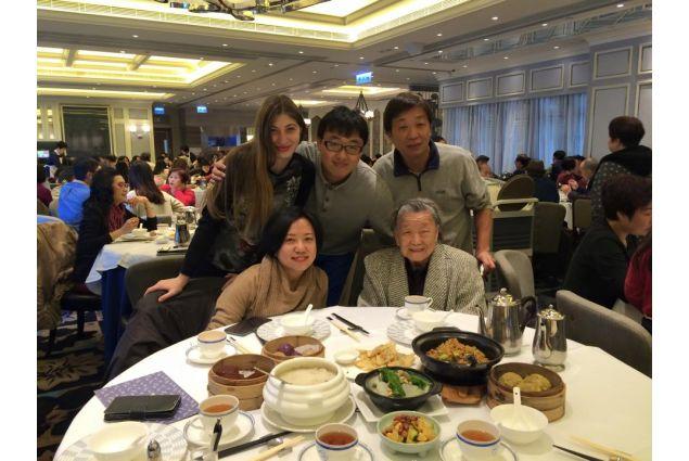 Claudia e famiglia al ristorante