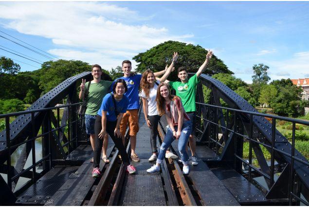 Ragazzi sul ponte