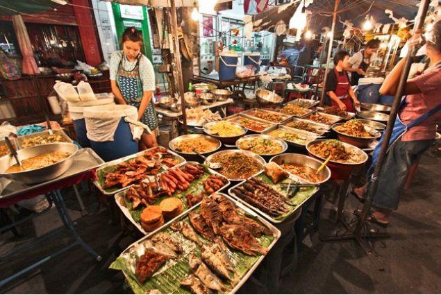 <div>Lo street food è un elemento caratterizzante della Thailandia ed è anche delizioso (come direbbero i thai '<em>aroy mak</em>')</div>