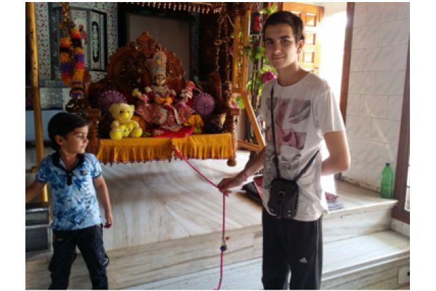 Jacopo in un tempio a Gujarat