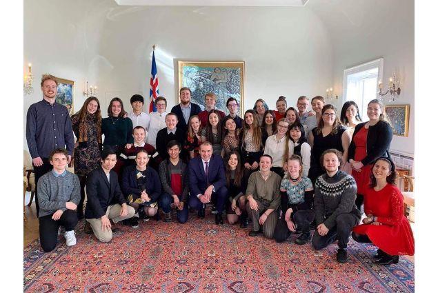 Gli studenti di AFS all'incontro con il Presidente islandese