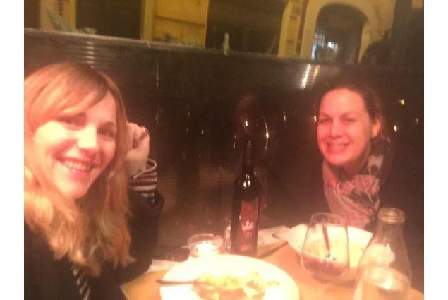 Paola con la sua amica americana, Annie Maciarello Mall