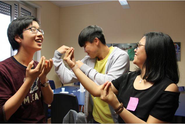 <div>Newman da Hong Kong, Ke dalla Cina e Sonia dall'Indonesia</div>
