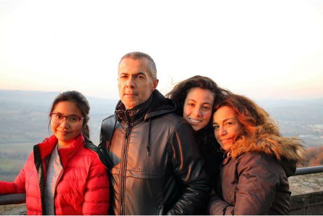 Peem e la sua famiglia ospitante